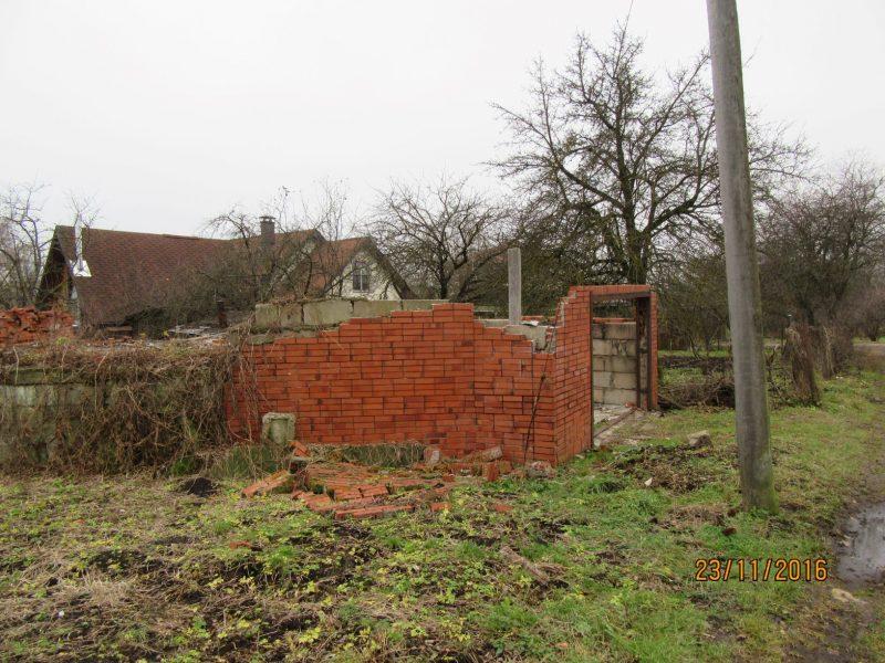 būve bez kadastra apzīmējuma uz zemes vienības ar kadastra Nr. 0100 125 4053